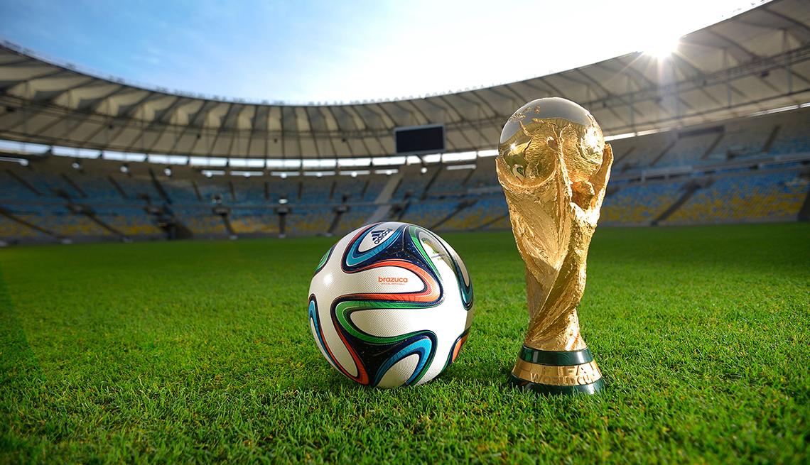 Copa FIFA y balón del mundial Brasil 2014, qué tanto sabes de la historia de los mundiales de fútbol