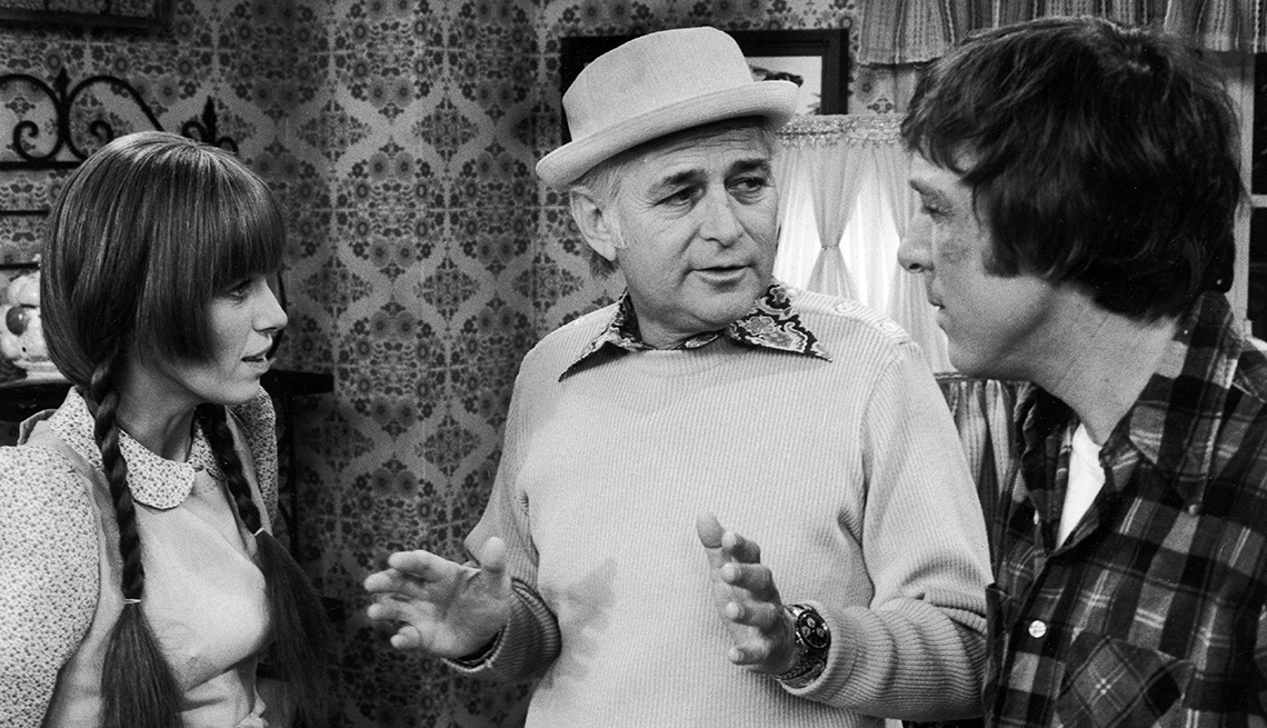 """Norman Lear directs Louise Lasser and Greg Mullavey on the set of """"Mary Hartman, Mary Hartman"""""""