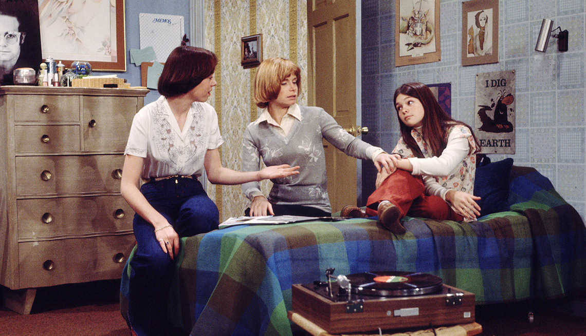 """item 6 of Gallery image - Mackenzie Phillips, Bonnie Franklin and Valerie Bertinelli in the original """"One Day at a Time"""""""