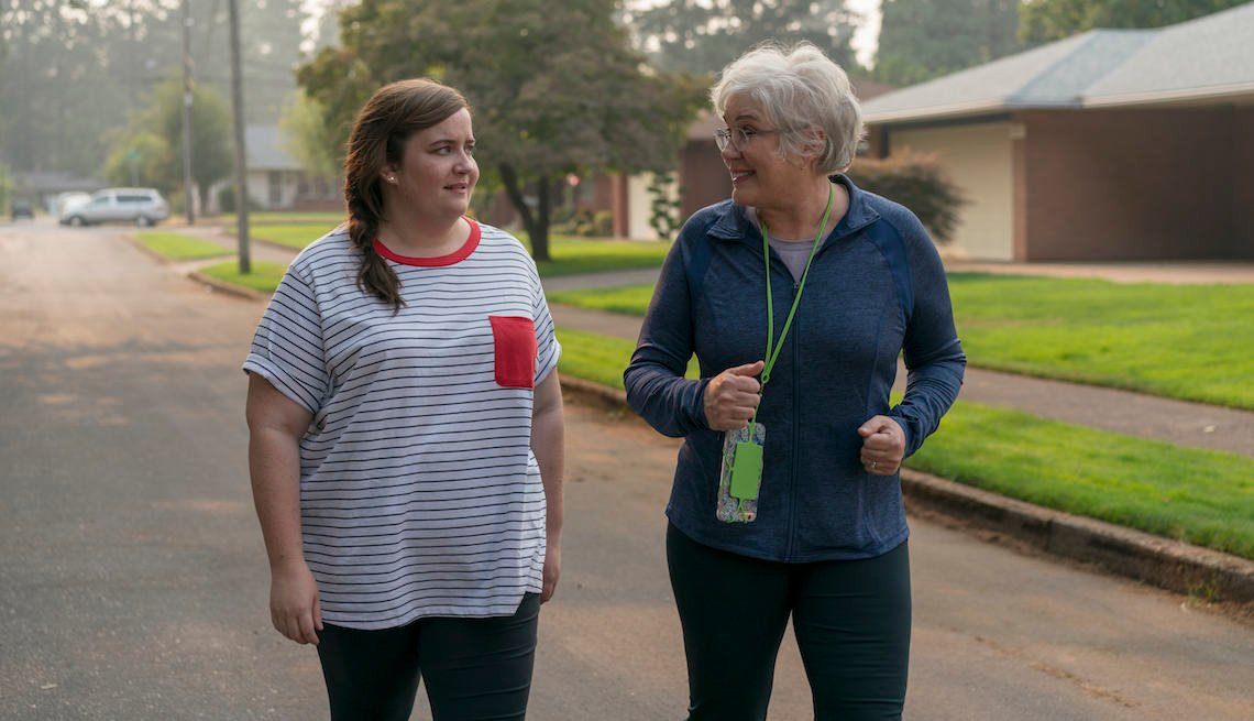 Aidy Bryant as Annie and Julia Sweeney in a scene from Shrill