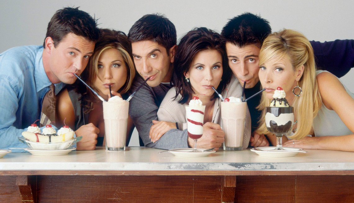 (l-r) Matthew Perry as Chandler Bing, Jennifer Aniston as Rachel Green, David Schwimmer as Ross Geller, Courteney Cox as Monica Geller, Matt LeBlanc as Joey Tribbiani, Lisa Kudrow as Phoebe Buffay.