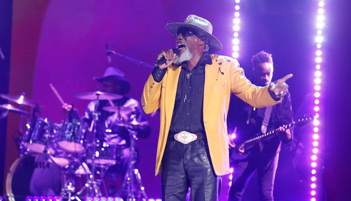 Robert Finley singing during the quarterfinals of 'America's Got Talent,' episode 1414