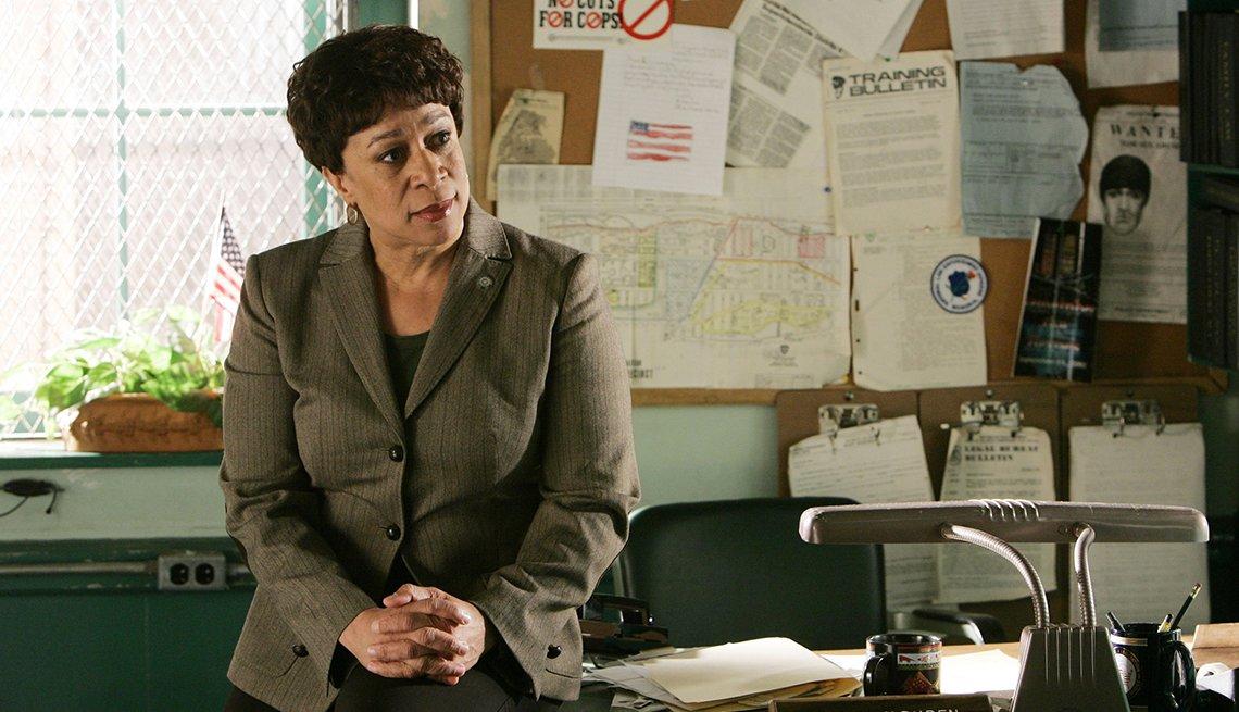 S Epatha Merkerson como la teniente Anita Van Buren en el show de NBC La ley y el orden.