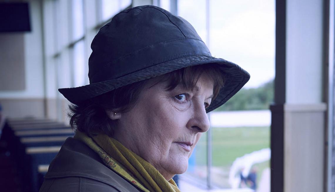 Brenda Blethyn como la jefa de detectives en el show Vera