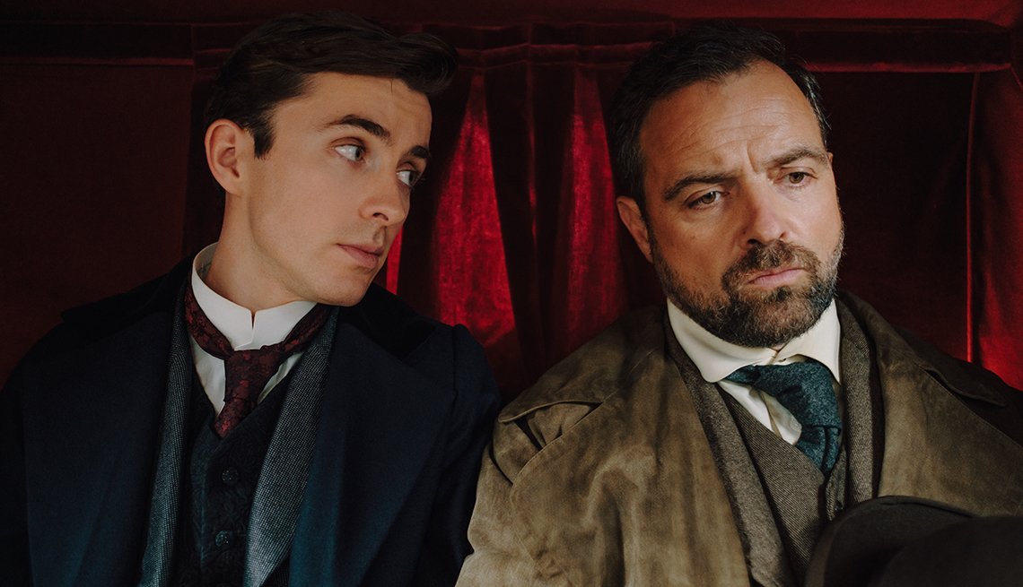 Matthew Beard y  Juergen Maurer en el show de televisión Vienna Blood