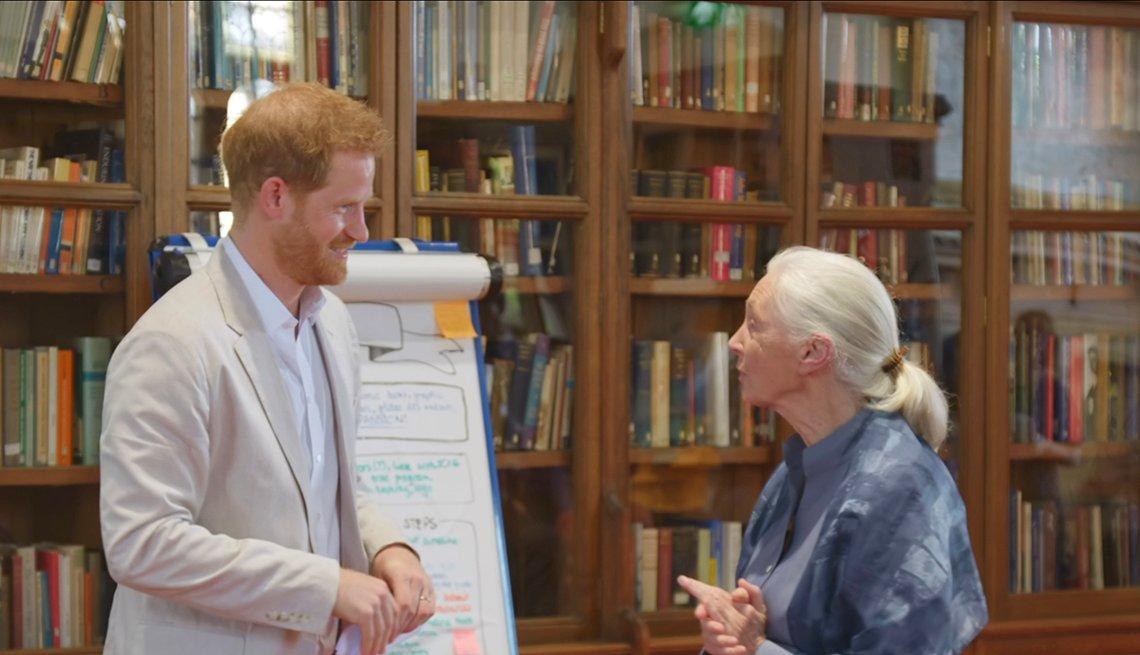 Doctora Jane Goodall y el príncipe Harry en el castillo de Windsor, 2019.