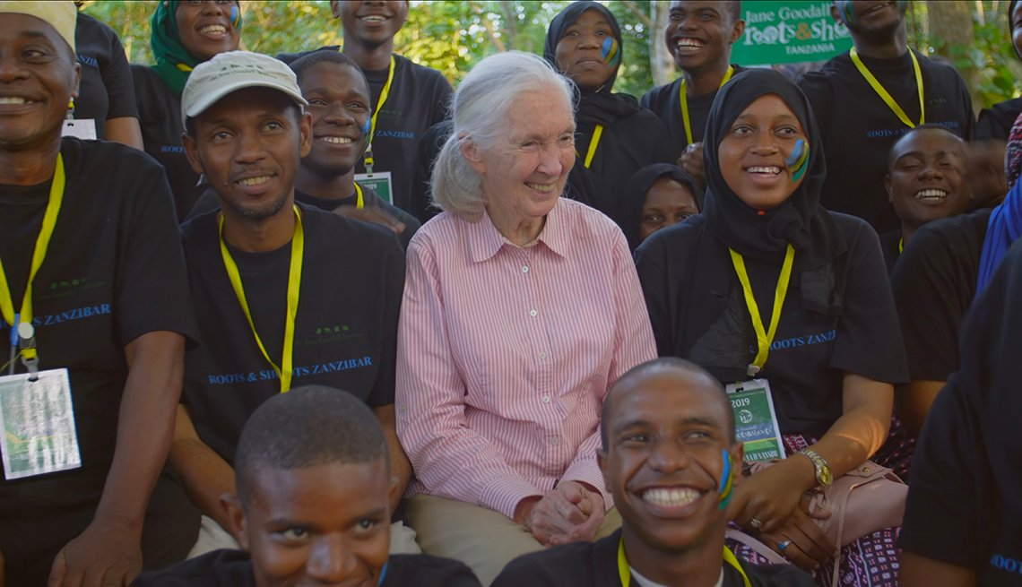 Jane Goodall sitting with members of Roots and Shoots