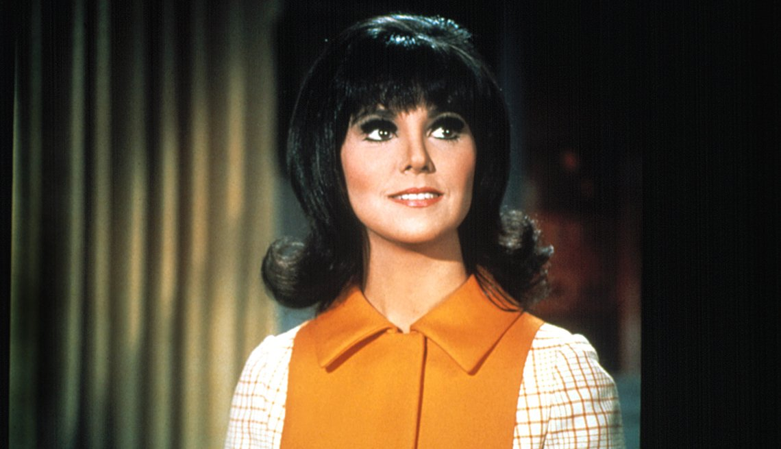 Marlo Thomas stars in the television show That Girl