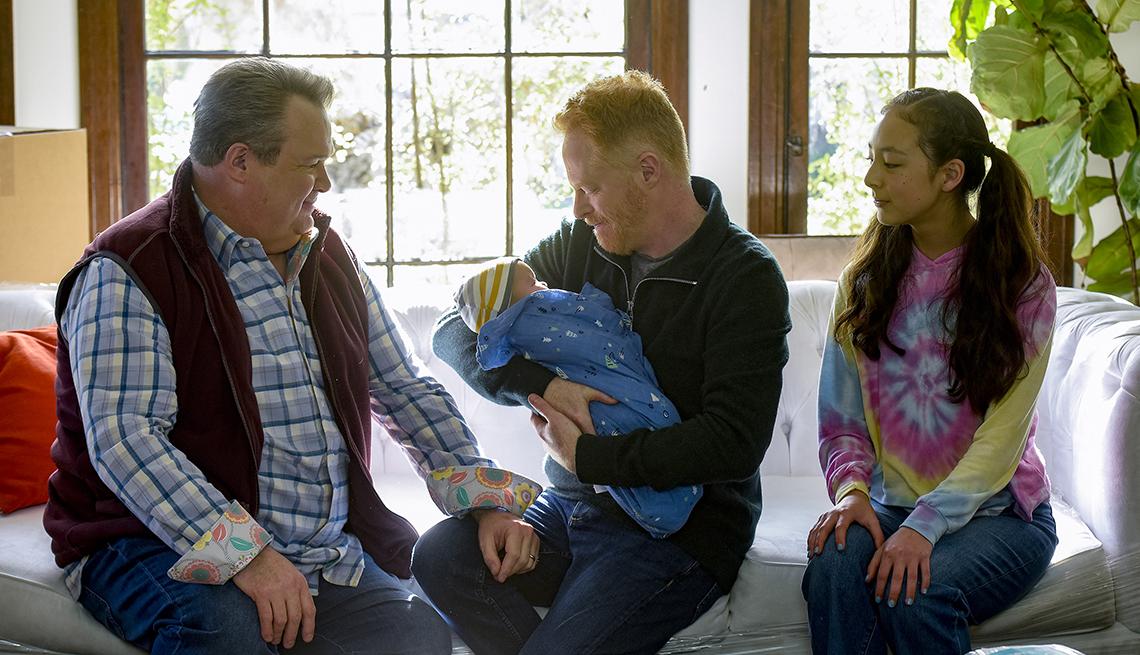 Eric Stonestreet, Jesse Tyler Ferguson y Aubrey Anderson Emmons en el último episodio del show Modern Family