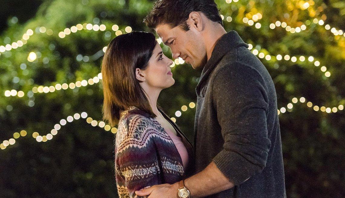 Jen Lilley y Ryan Paevey  en una escena de la película Harvest Love.