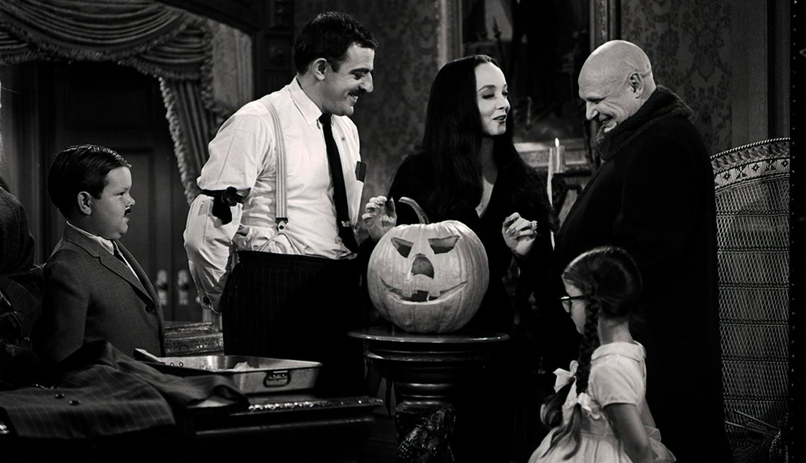 Ken Weatherwax, John Astin, Carolyn Jones, Lisa Loring and Jackie Coogan star in the episode Halloween with the Addams Family