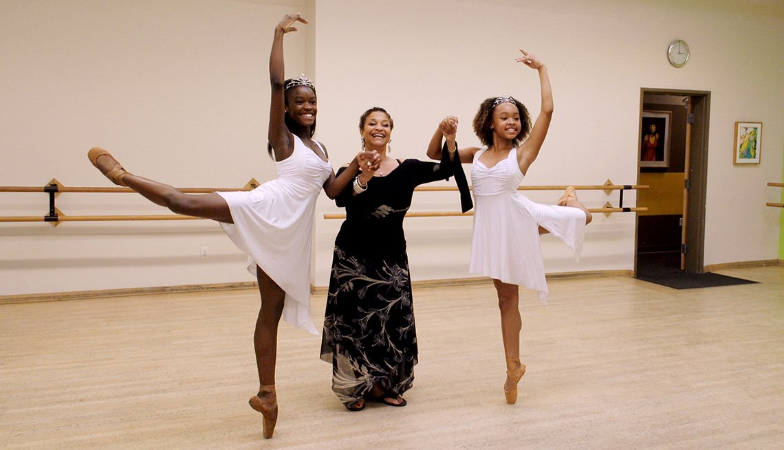Debbie Allen holding the hands of young dancers Destiny Wimpye and Jalyn Flowers in the documentary Dance Dreams: Hot Chocolate Nutcracker
