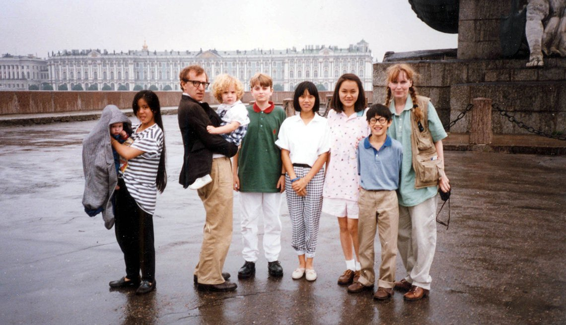 A group photo of Ronan Farrow, Lark Previn, Woody Allen, Dylan Farrow, Fletcher Previn, Daisy Previn, Soon-Yi Previn, Moses Farrow and Mia Farrow together