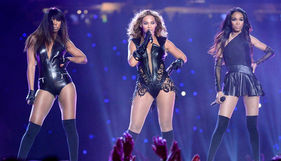 Kelly Rowland, Beyonce y Michelle Williams de Destiny's Child actúan durante el espectáculo de medio tiempo del Super Bowl XLVII.