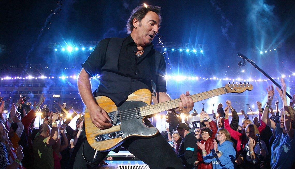 Bruce Springsteen actuando en el espectáculo de medio tiempo del Super Bowl XLIII.