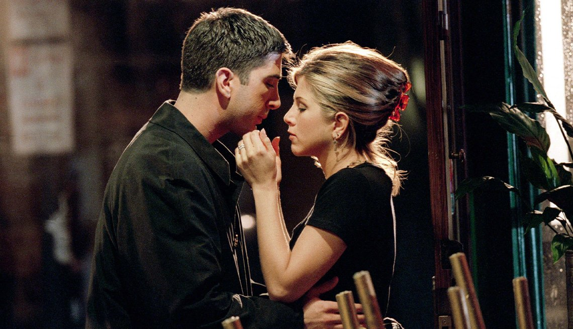 "David Schwimmer como Ross Geller y Jennifer Aniston como Rachel Green en ""Friends""."