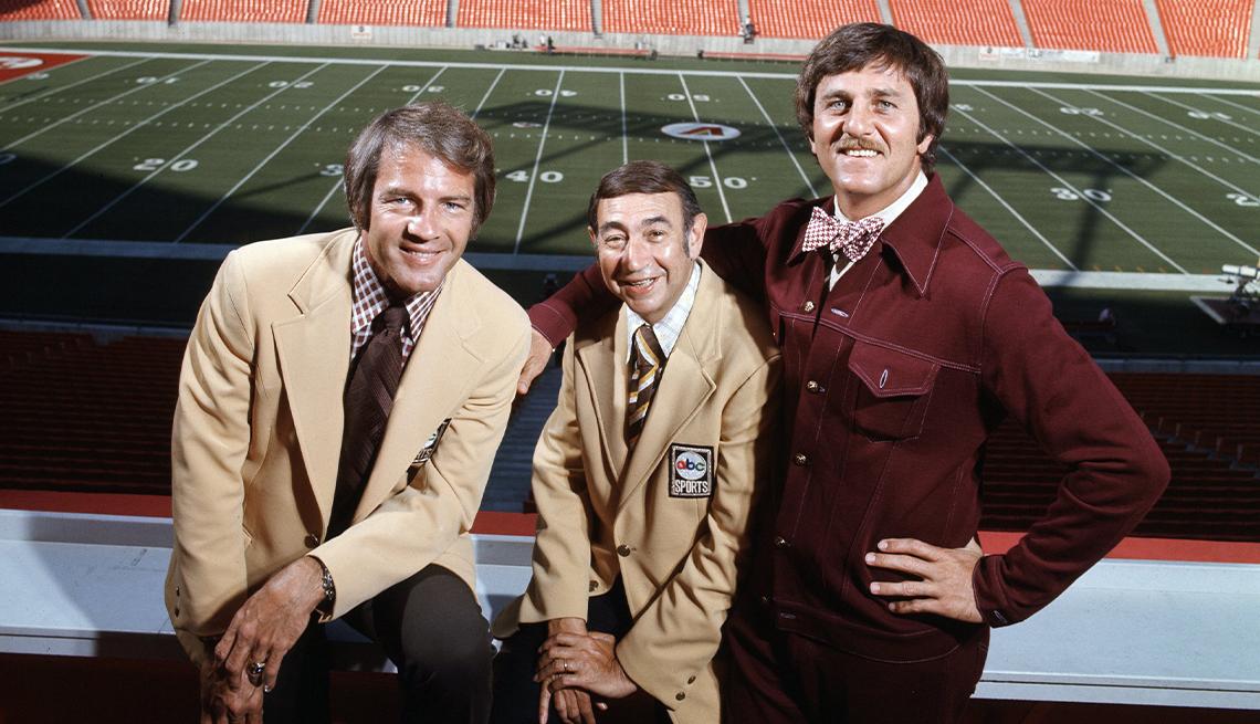 """La cabina de transmisión de """"Monday Night Football"""" en 1971 consistió de Frank Gifford, Howard Cosell y Don Meredith."""