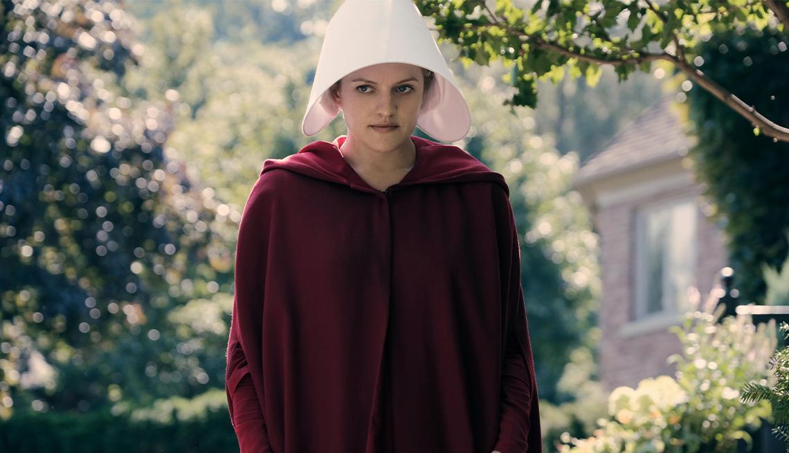 "Elisabeth Moss interpreta a June Osborne en ""The Handmaid's Tale""."