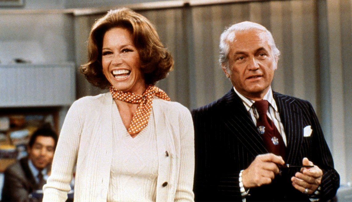 "Mary Tyler Moore y Ted Knight en ""The Mary Tyler Moore Show""."