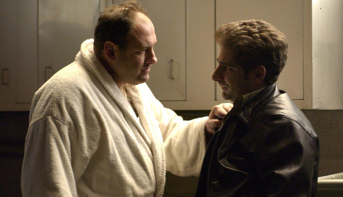 """James Gandolfini (izquierda) como Tony Soprano y Michael Imperioli como Christopher Moltisanti en """"The Sopranos""""."""