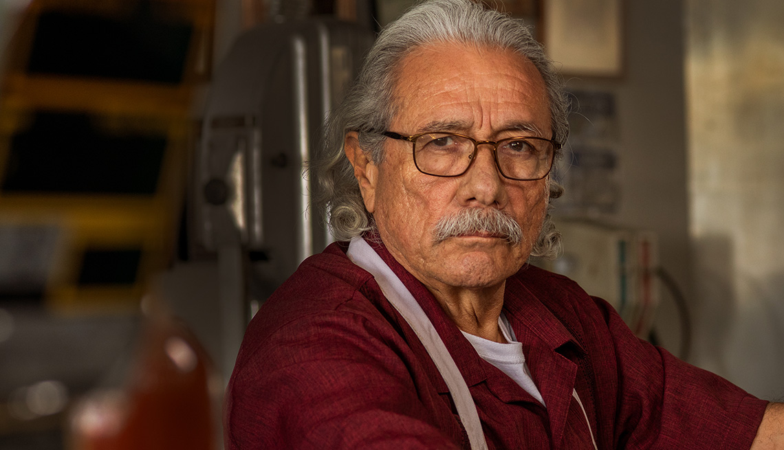 "Edward James Olmos como Felipe Reyes en la serie ""Mayans M.C.""."