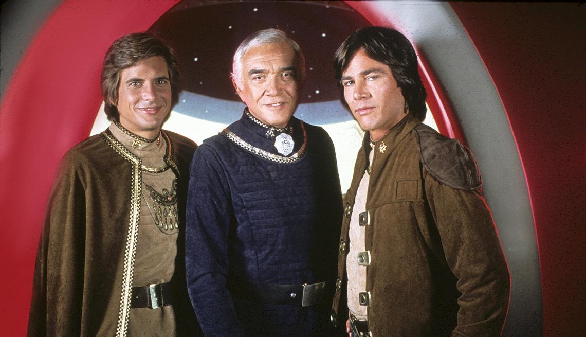 "Dirk Benedict, Lorne Greene y Richard Hatch en ""Battlestar Galactica""."