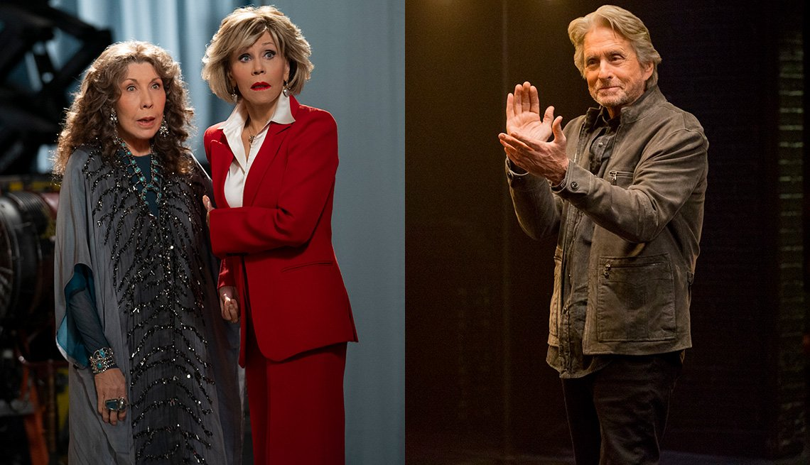"(De izquierda a derecha) Lily Tomlin y Jane Fonda en ""Grace and Frankie"" y Michael Douglas en ""The Kominsky Method""."