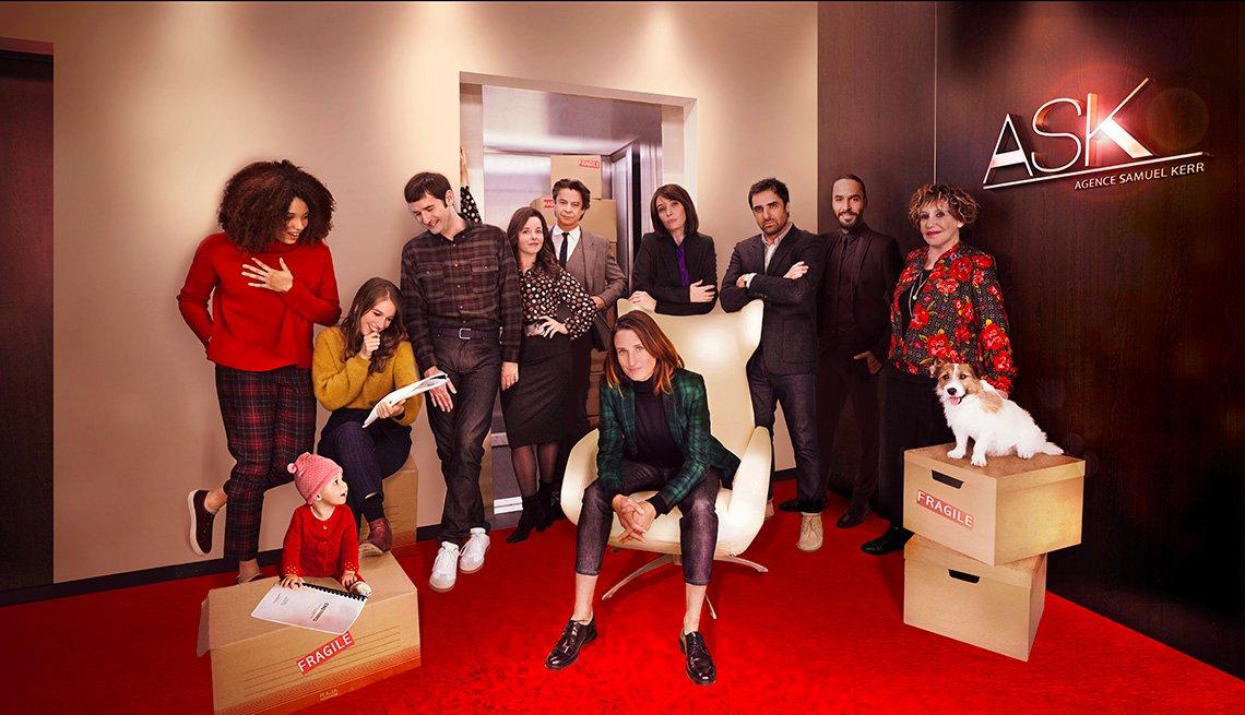 Una foto del elenco de la serie de televisión Call My Agent.