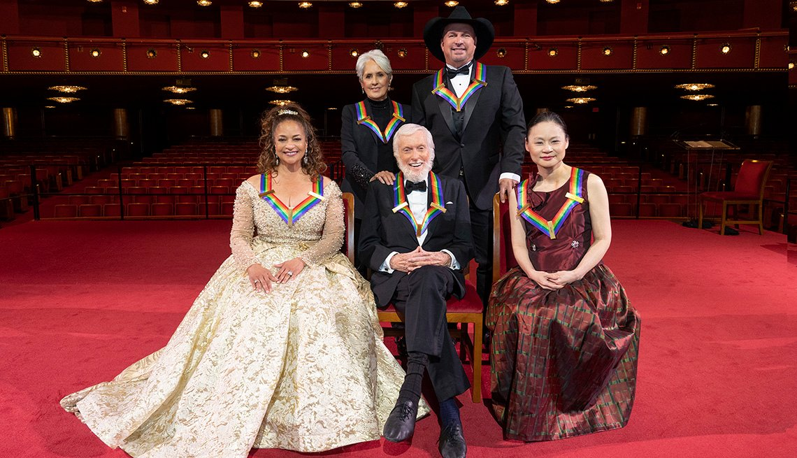 Debbie Allen, Joan Baez, Dick Van Dyke, Garth Brooks and Midori Goto pose for a photo together at the 43rd Annual Kennedy Center Honors in Washington DC