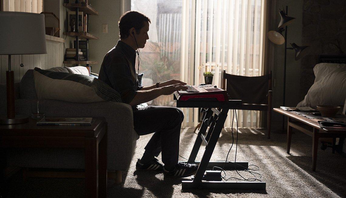 Joseph Gordon-Levitt playing an electronic piano keyboard in the Apple TV series Mr. Corman