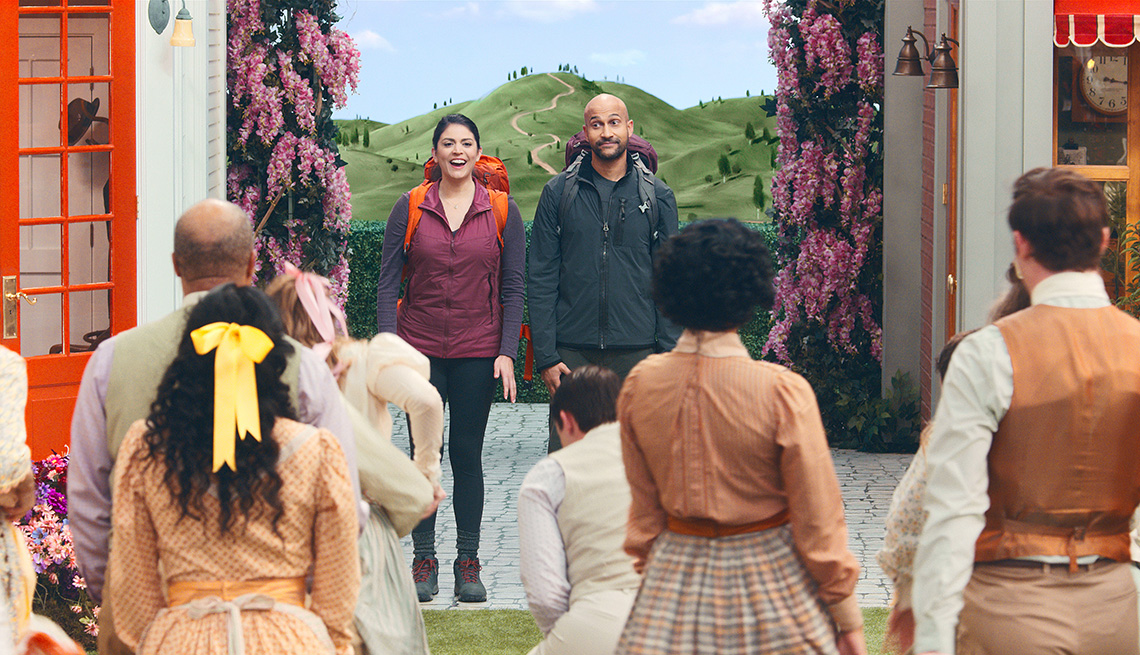 Cecily Strong and Keegan-Michael Key star in Schmigadoon