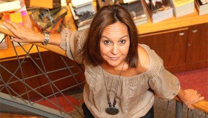Maria Dueñas habla sobre su novela debut 'El tiempo entre costuras'