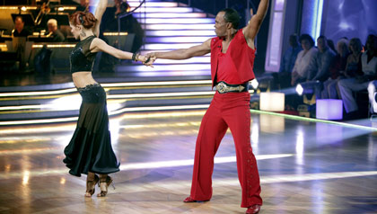 Anna Trebunskaya and Sugar Ray Leonard perform on Dancing with the Stars