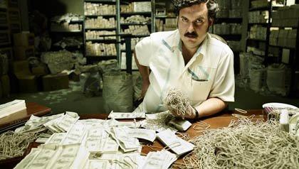 Andrés Parra como Pablo Escobar en la serie televisiva Escobar: El patrón del mal