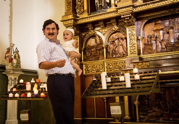 Escena de la serie Escobar - El Patrón del Mal