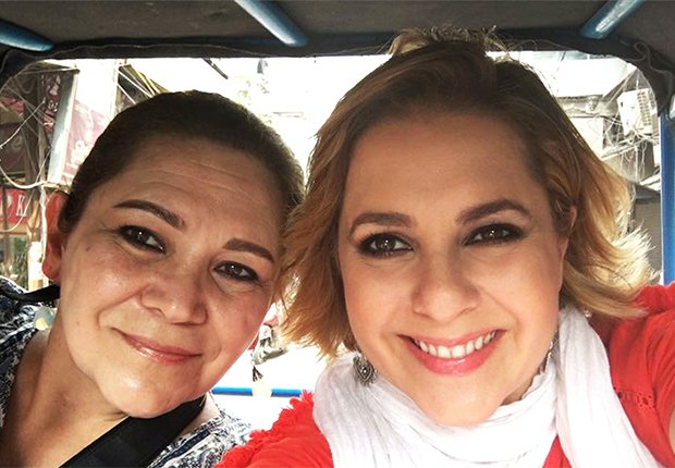Ana María Canseco con su mamá de vacaciones en la India