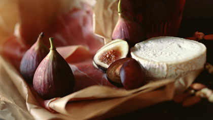 Figs, prosciutto and red wine