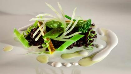 Arroz negro con verduras verdes y nueces del Brasil, Receta del Chef Alex Atala