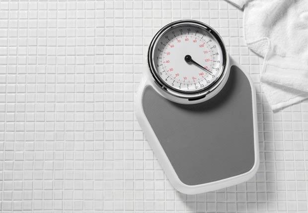 Pesa en el baño - Tácticas para bajar de peso rápido