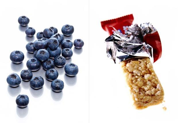 Arándanos y barra de granola