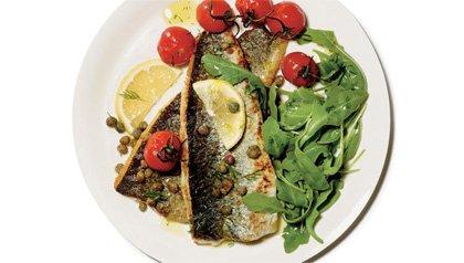 Plato con vegetales con un filete de pescado - Superpescados que debería estar comiendo