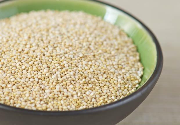Tazón de Quinoa sin cocer - 10 beneficios de salud de la quinoa