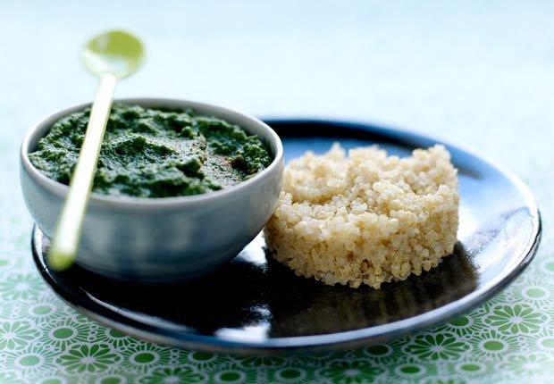 Espinacas y puré de nuez moscada con quinoa - 10 beneficios de salud de la quinoa