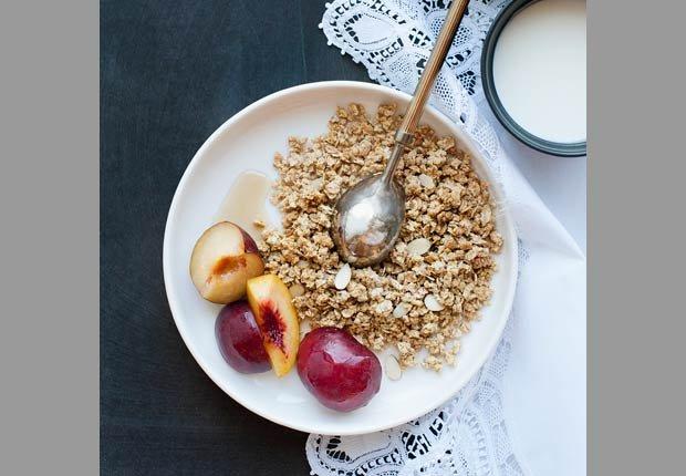Cereal y frutas, 10 alimentos saludables ricos en calorías