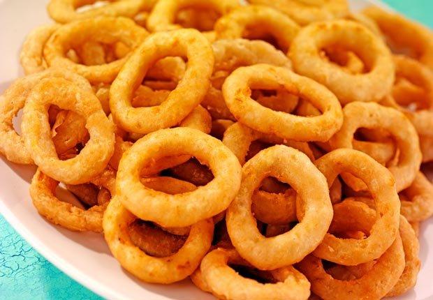Aros de cebolla - 10 Alimentos de festivales que va a arruinar su dieta