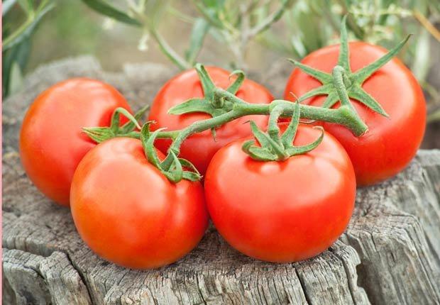 Tomates, los alimentos que te mantienen hidratado.