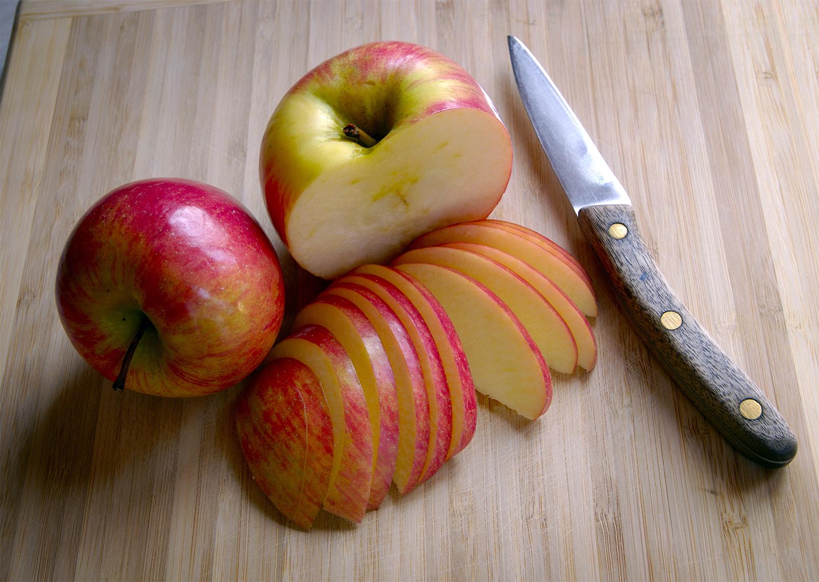 Manzanas enteras y rebanadas