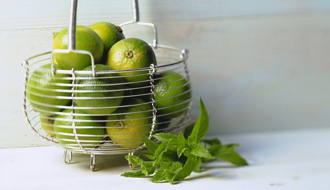 Canasta llena de limones