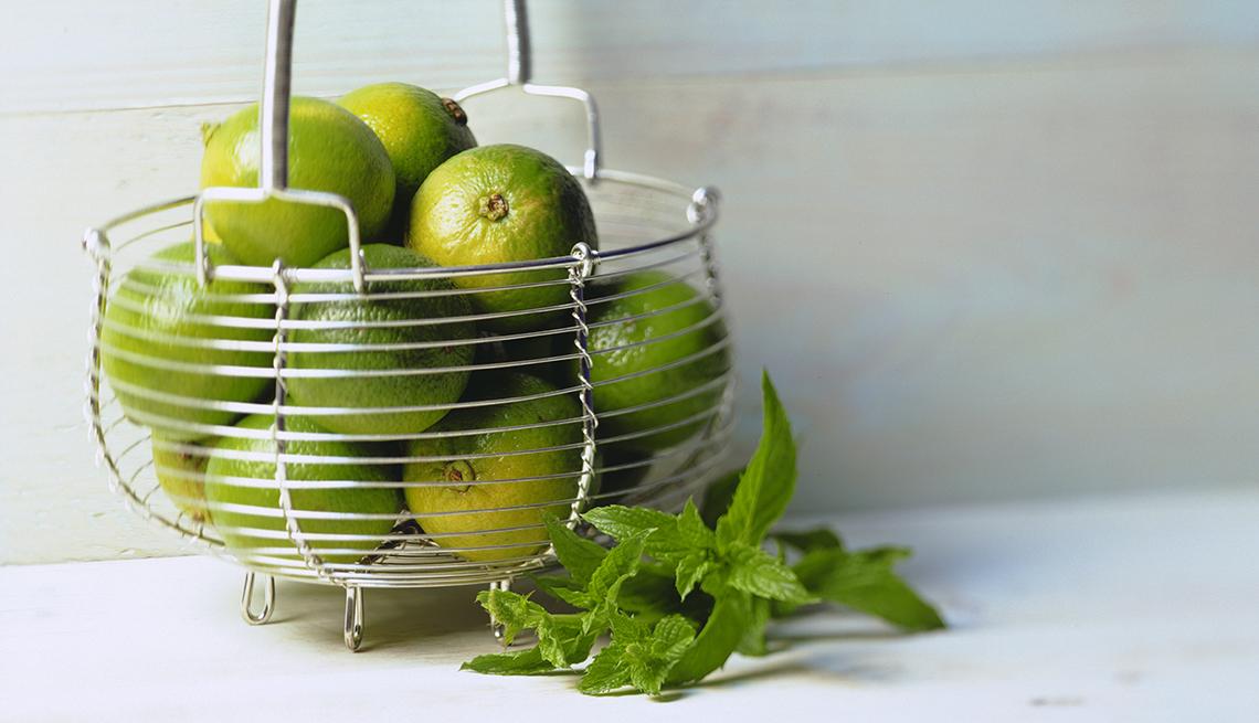 item 1 of Gallery image - Canasta llena de limones