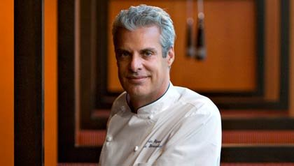 Foto del Chef Eric Ripert en su nuevo restaurante, West End en Washington D.C.
